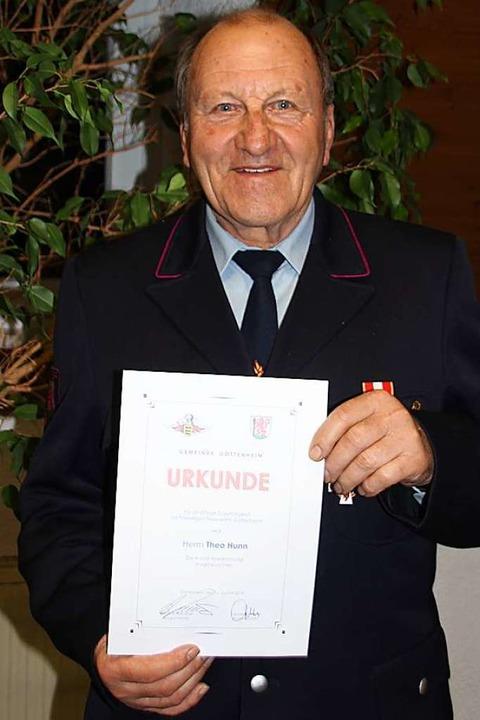 Theo Hunn wurde für 60 Jahre Dienst in der Feuerwehr geehrt.  | Foto: Mario Schöneberg