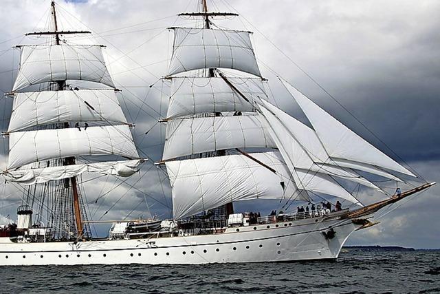 Schulschiff Gorch Fock in schwerer See