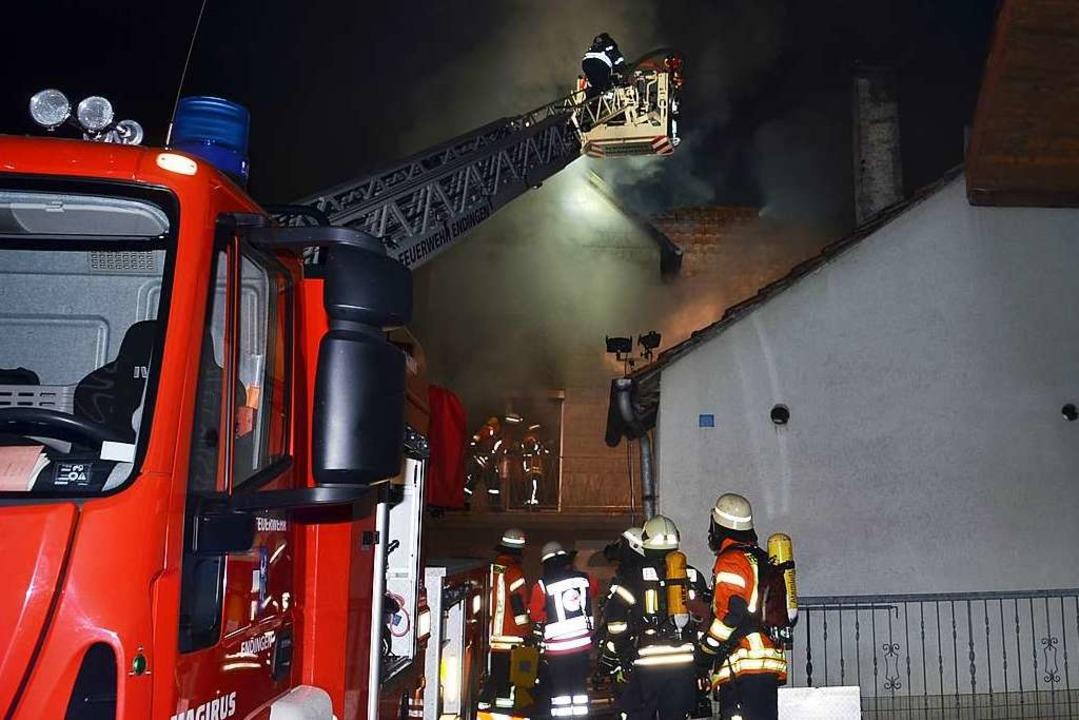 Großeinsatz der Feuerwehren Sasbach un... am Montagabend in Sasbach-Leiselheim.  | Foto: Roland Vitt
