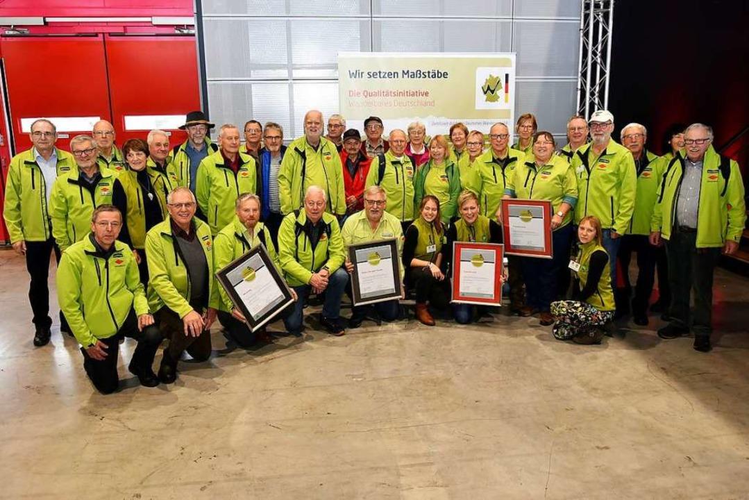 Vertreter des Schwarzwaldvereins und d...ismus bei der Verleihung in Stuttgart.  | Foto: Horst Dauenhauer