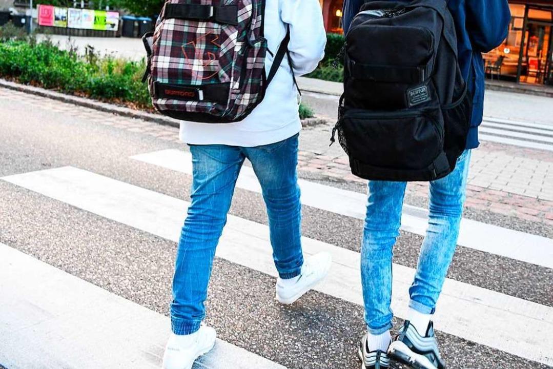 Der 16-jährige Schüler überquerte gera...r beschleunigt heranfuhr (Symbolbild).  | Foto: Felix Kästle