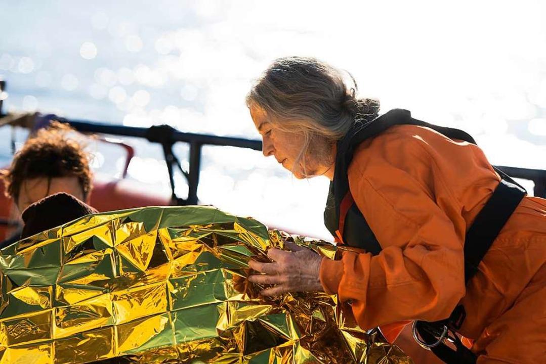 Angelika Nain bei ihrer Arbeit auf der Professor Alfred Penck vor Malta.  | Foto: Alexander Draheim /Sea-Eye-Mission