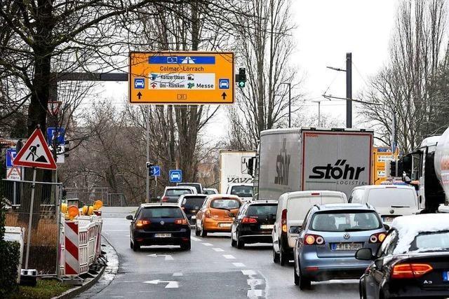 B 31: Beschilderung an Freiburger Kronenbrücke irritiert Autofahrer