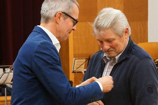 Ehrennadel mit Diamant für 60 Jahre als Musiker in Siensbach