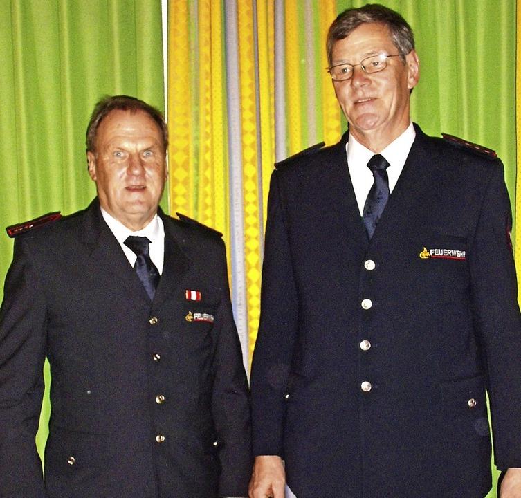 Die neuen Kreisobmänner der Feuerwehrs...ersammlung der Feuerwehr Bonndorf vor.  | Foto: Cornelia Selz