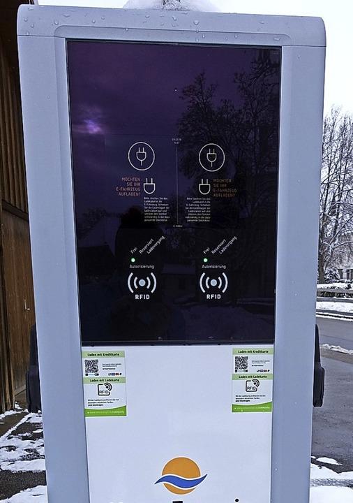 Elektroautos können in Bonndorf neuerd...i der Stadthalle ihre Batterien laden.  | Foto: Martha Weishaar