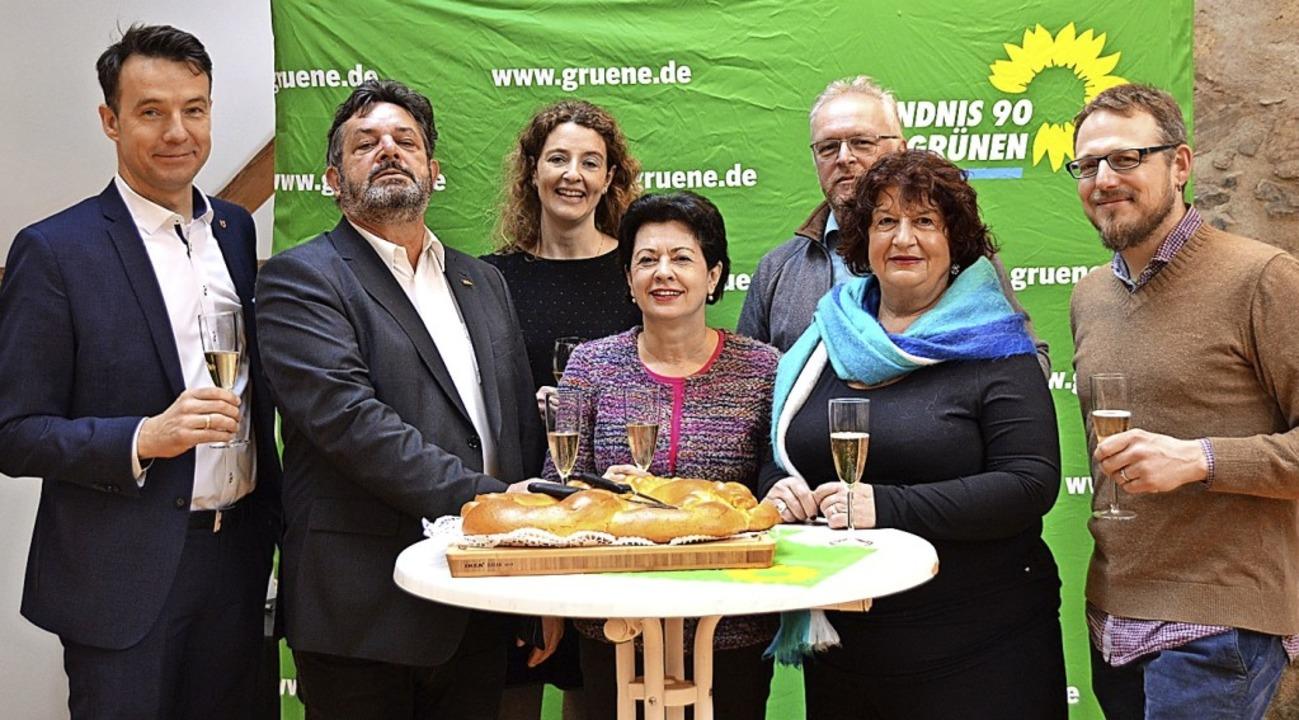 Mit Sekt und Neujahrsbrezel: Bürgermei...er Grünen beim Empfang in Kirchzarten   | Foto: Horatio Gollin