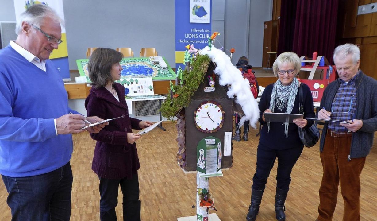 Ausstellung Kindergärten aus dem Hochs... Oppen, Helga Federer und Werner Storz  | Foto: Peter Stellmach