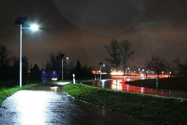 An diesem Radweg sind Solarleuchten getestet worden, die auf Bewegung reagieren