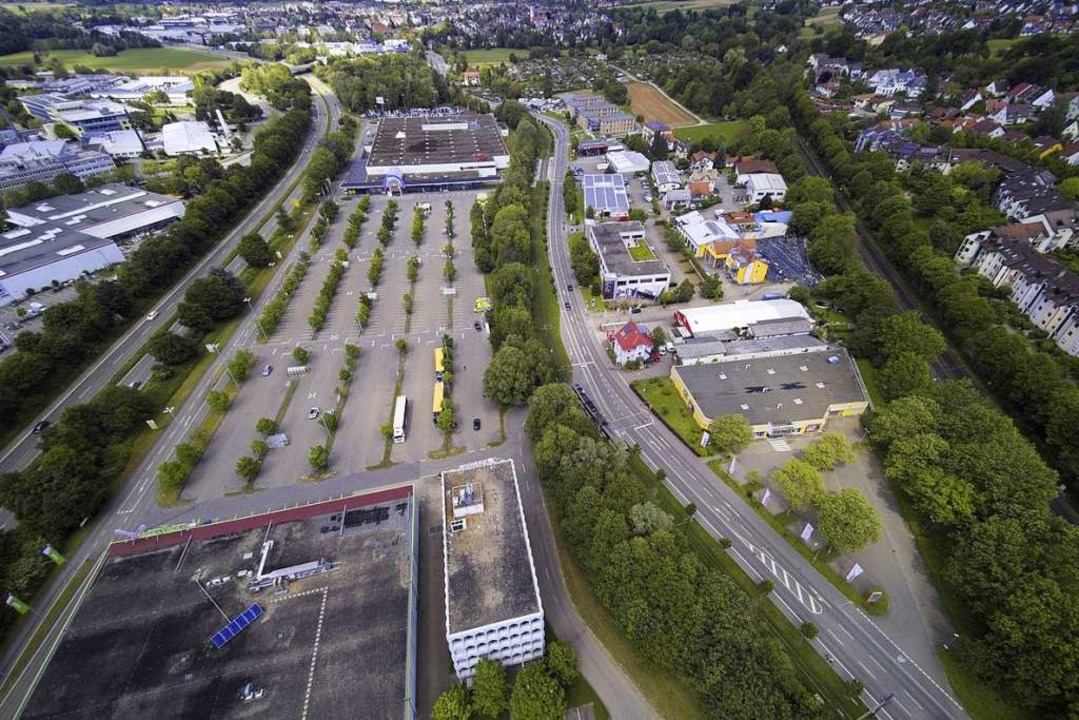 Das Gebiet Zähringen Nord heute (links...rklärt das Konzept des Planungsbüros.   | Foto: Michael Saurer; Ingo Schneider
