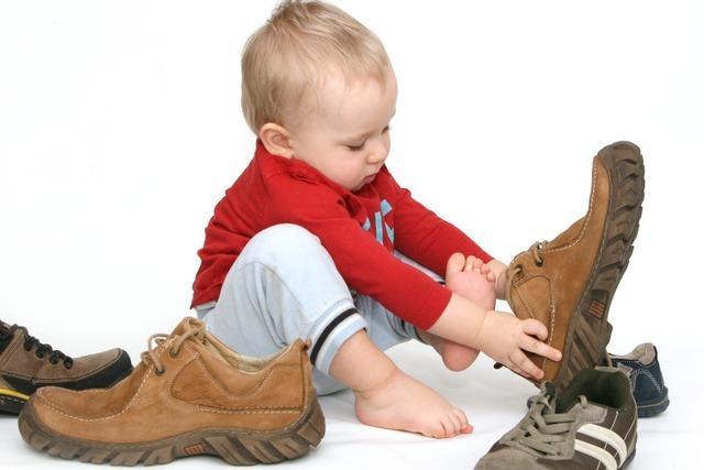 Dreijähriger macht sich allein auf den Weg zum Kindergarten – ohne Schuhe