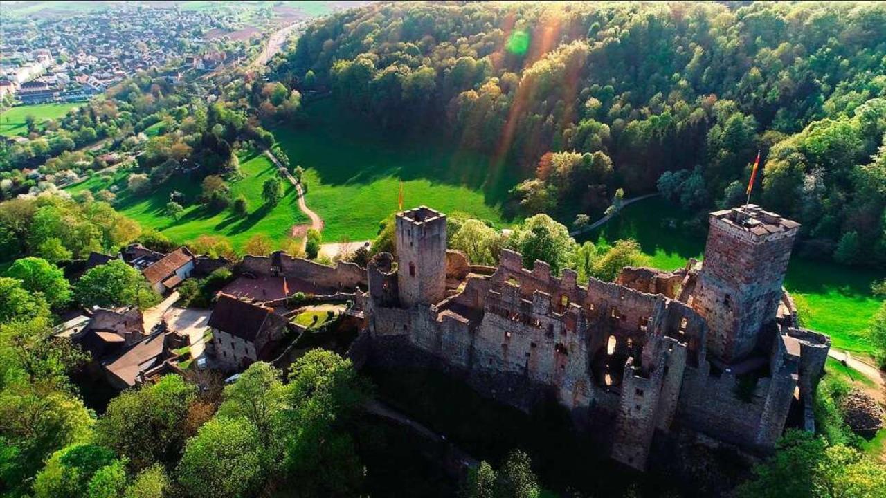 Burg Rötteln und ihrer Geschichte widm...dermuseum 2019 eine große Ausstellung.  | Foto: Matthias Weniger