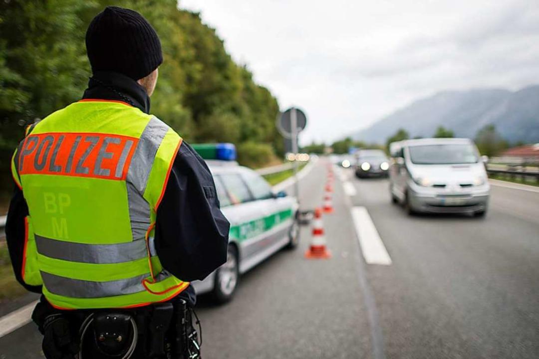 Die Reise nach Deutschland im Juli 201...n einer Polizeikontrolle. (Symbolbild)    Foto: dpa