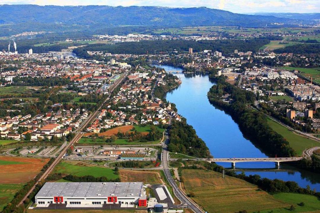 Blick über Rheinfelden. Im Vordergrund...man für 2019 neue Großkunden gewinnen.  | Foto: Pressefoto Grieshaber Logistic