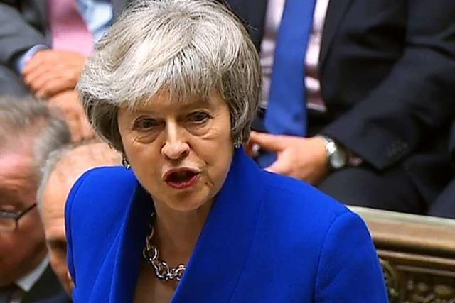 Mehrheit der Abgeordneten spricht Theresa May das Vertrauen aus