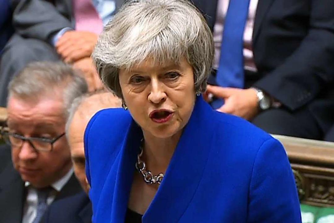 May spricht nach dem gescheiterten Misstrauensantrag im Parlament.  | Foto: AFP