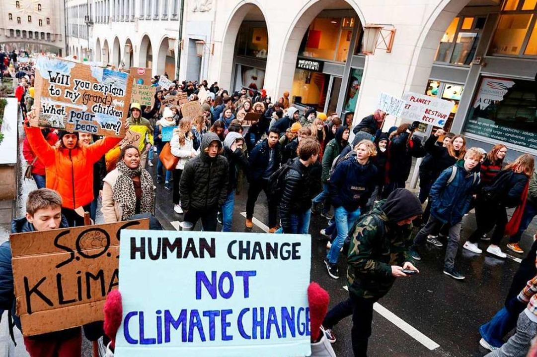 Am Donnerstag protestierten Schülerinn...mehr Engagement gegen den Klimawandel.  | Foto: AFP