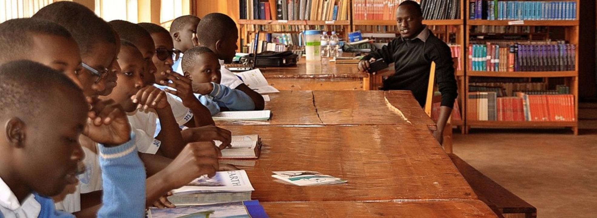 Auch die Bibliothek des Collège Immacu...ustus-von-Liebig-Schule eingerichtet.   | Foto: Privat