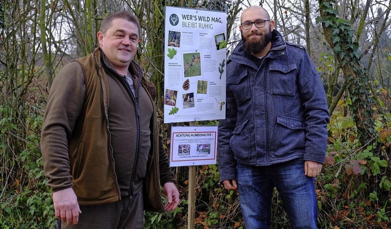 Ralph Meyer (links) und Matthias Hiss vor den Infotafeln.  | Foto: Martin Pfefferle