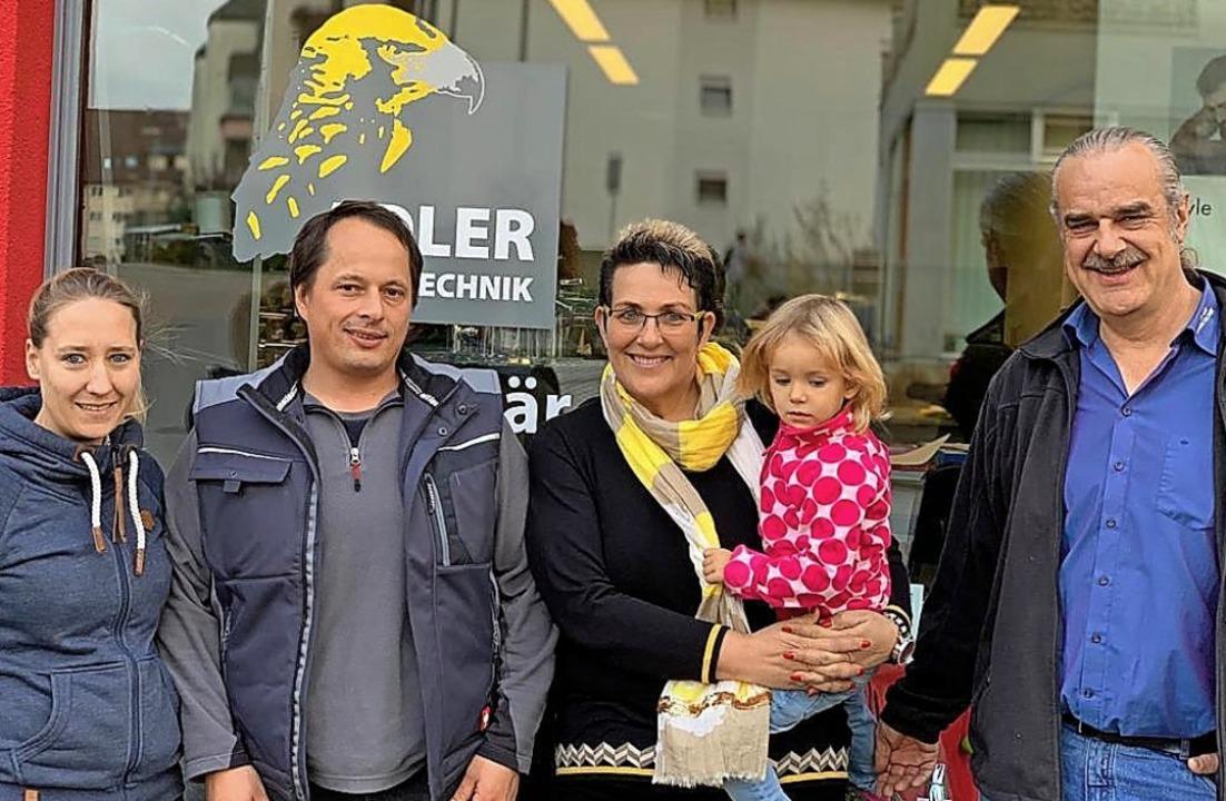 Die neuen und die alten Firmenchefs (v...isa mit Enkelin Zoey und Clemens Adler    Foto: Firma Freter