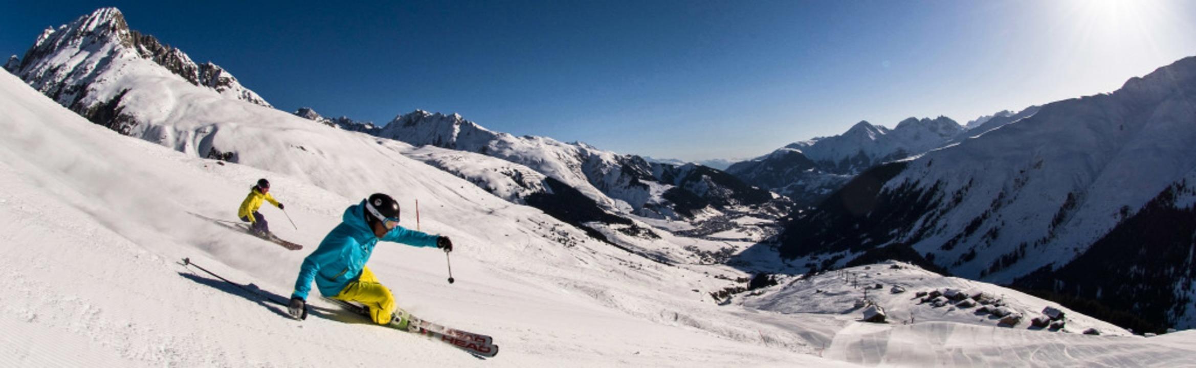 Kein Widerspruch:  Pisten für die brei...ach und nach ein riesiges Skigebiet.    | Foto: Disentis Tourismus, Orascom, B. Krieger (dpa)