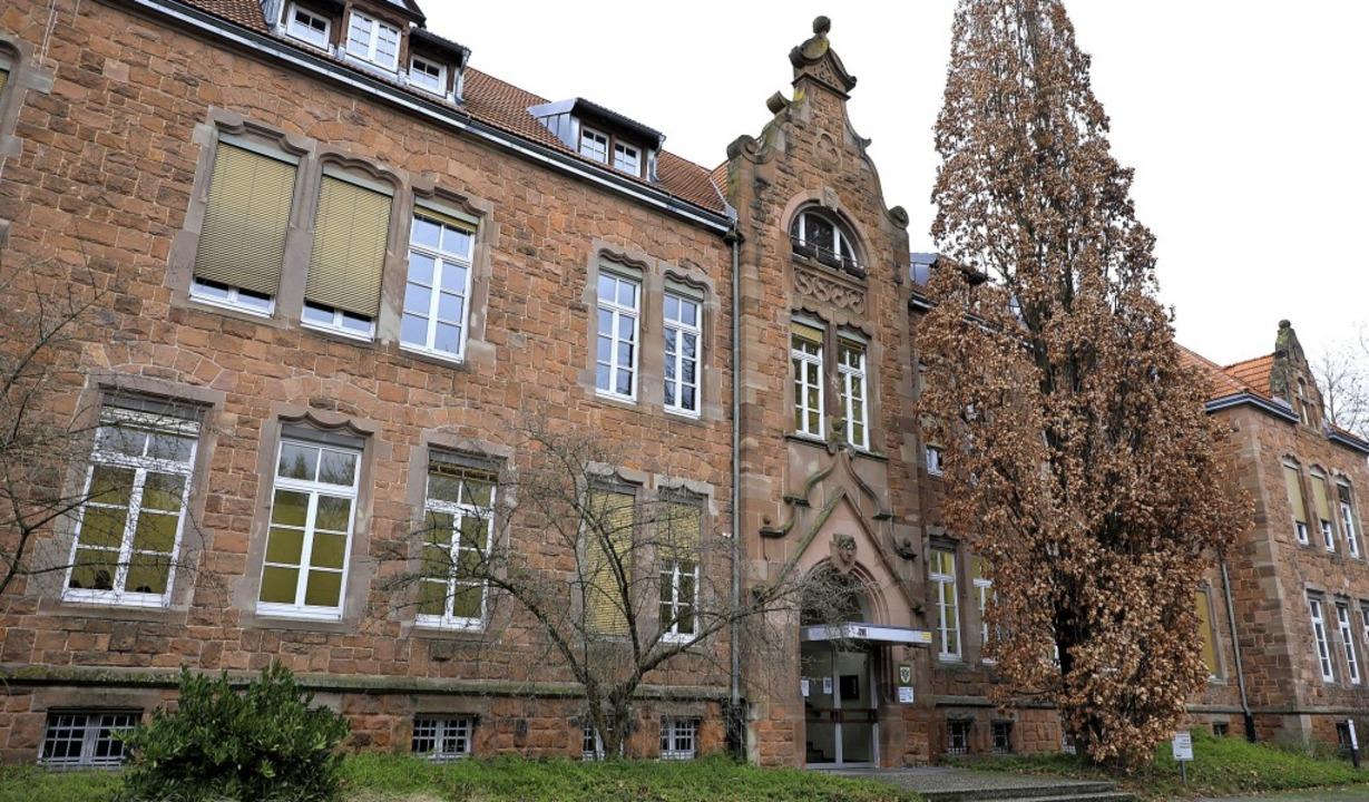 Markant: das Sandsteingebäude, in dem das Wirtschaftsgymnasium untergebracht ist    Foto: christoph breithaupt