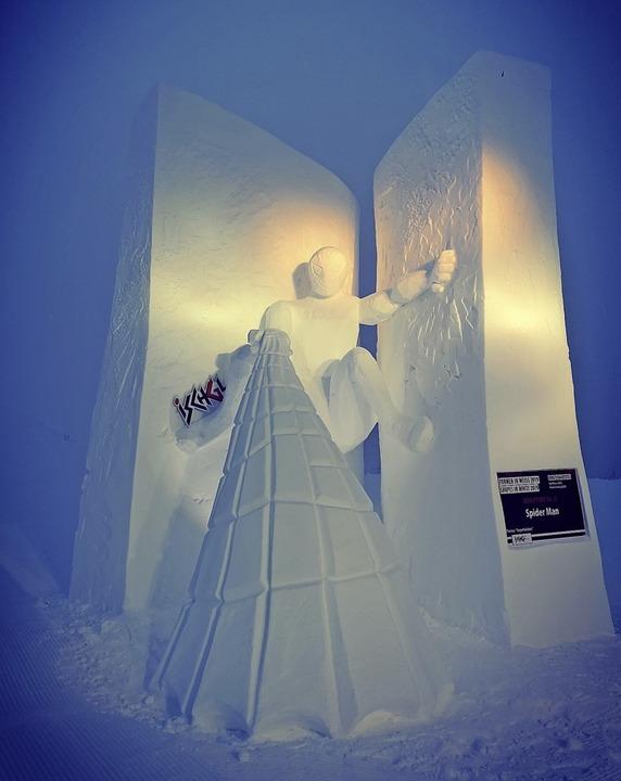 Ralf Rosa und Peter Fechtig bauten den... Schneeskulpturenwettbewerb in Ischgl.  | Foto: Ralf Rosa