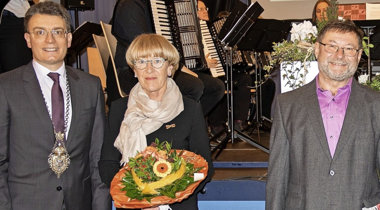 Bürgermeister Thorsten Erny (von links...t Jahrzehnten kommunalpolitisch aktiv   | Foto: stadt