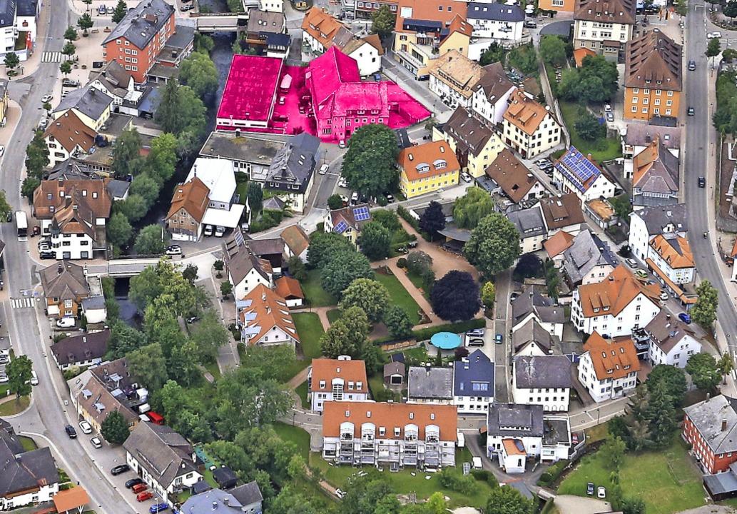 Die rot markierte  Fläche zeigt, wo da...latz mit der umgebenden Wohnbebauung.   | Foto: Stadt Titisee-Neustadt