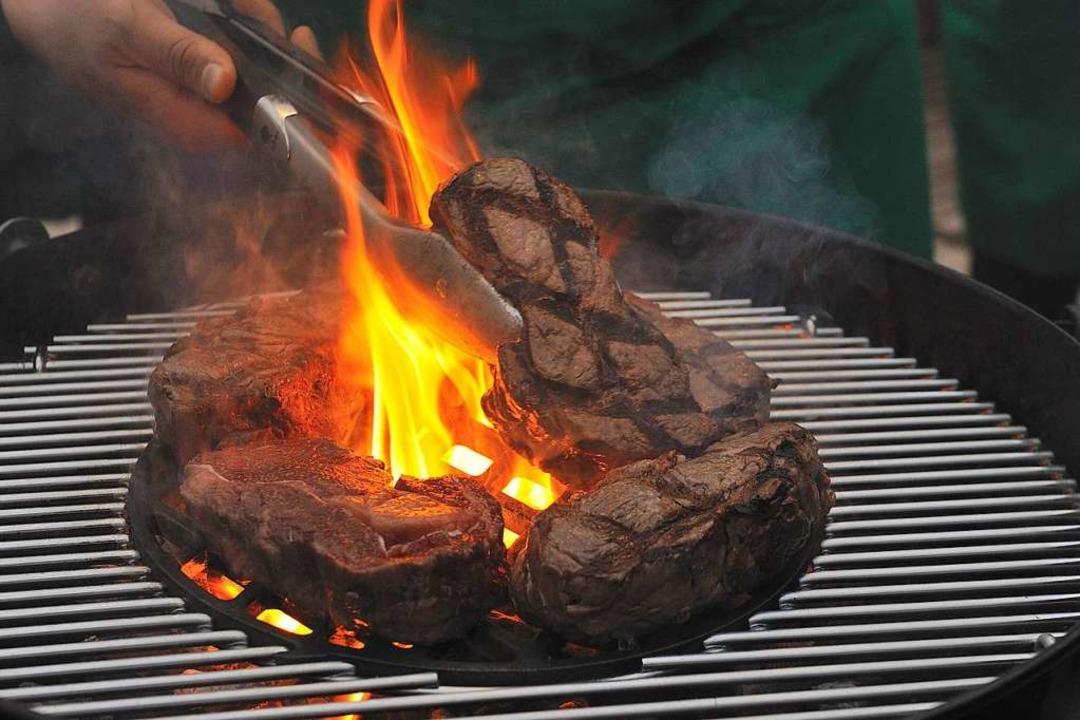 Grillen? Geht auch im Winter, meint GE... – davon ist er nicht überzeugt.  | Foto: Grill on Fire