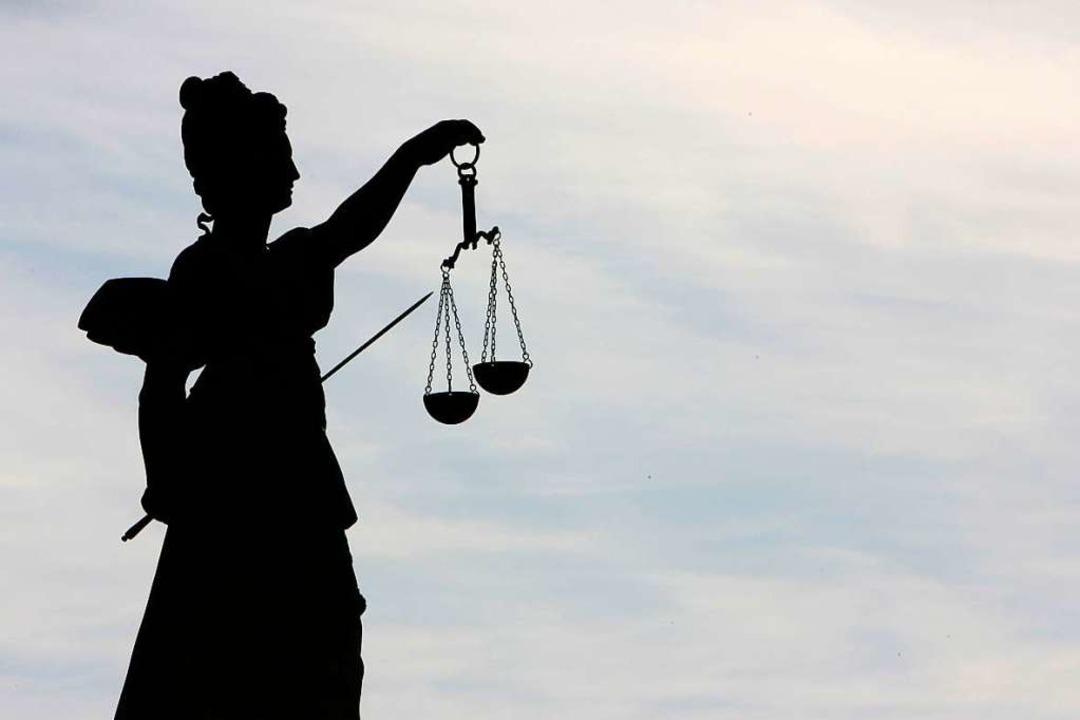 Vor dem Freiburger Landgericht wird ge... vergewaltigt haben soll (Symbolbild).    Foto: dpa-tmn