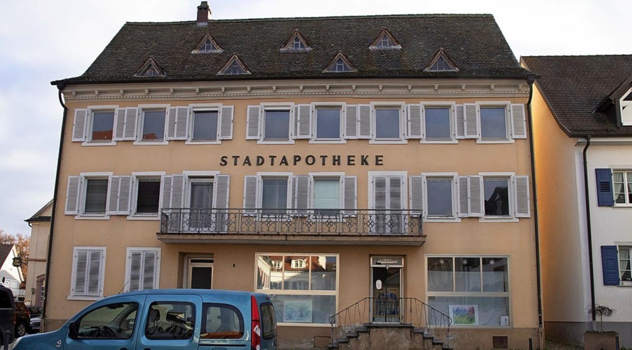 Das markante Gebäude am Marktplatz, in...absehbarer Zeit saniert und umgebaut.   | Foto: Münch
