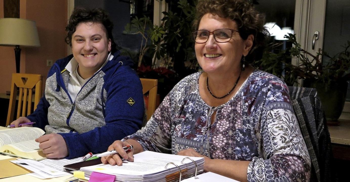 Claudia Mönig, die Vorsitzende des DGB...ihre Stellvertreterin Tanja Hupprich.   | Foto: Dorothee Philipp
