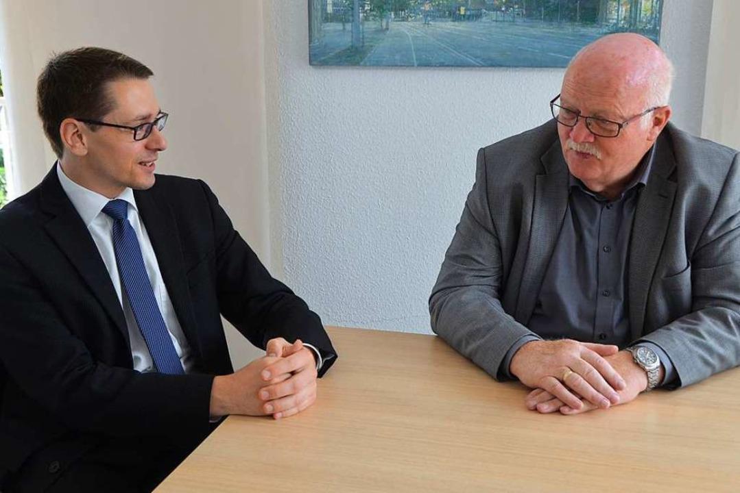 Helmut Mursa (links), Bürgermeister vo... Amtsvorgängers Josef Hügele antreten.  | Foto: Kathrin Blum