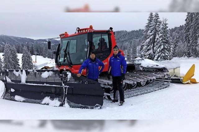 Neuer Pistenbully fährt im Skigebiet Feldberg