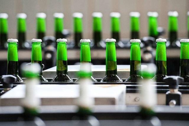 Macht Bier dick? Die Antwort darauf sollen Biertrinker auf dem Etikett erhalten
