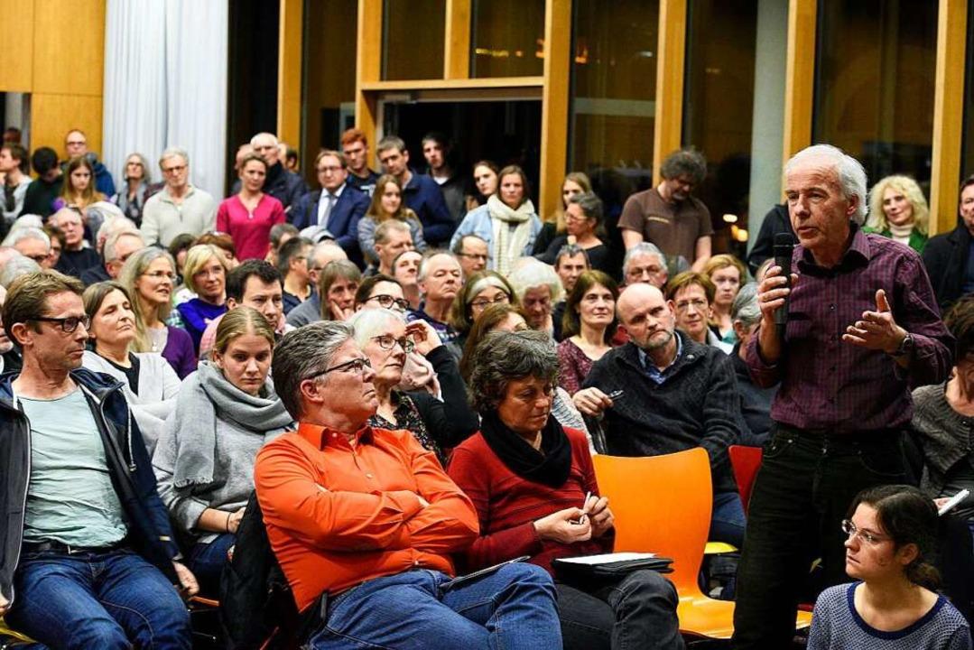 Im Publikum hielten sich die Positionen die Waage  | Foto: Thomas Kunz