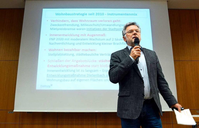 Rüdiger Engel, Leiter Projektgruppe Di...mentierte für den geplanten Stadtteil.  | Foto: Thomas Kunz