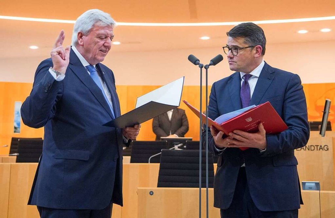 Bouffier wird vereidigt.  | Foto: dpa