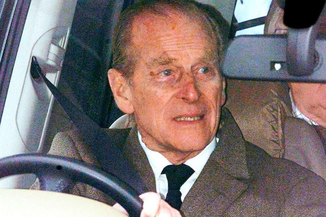 Prinz Philip am Steuer im Jahr 2002  | Foto: dpa