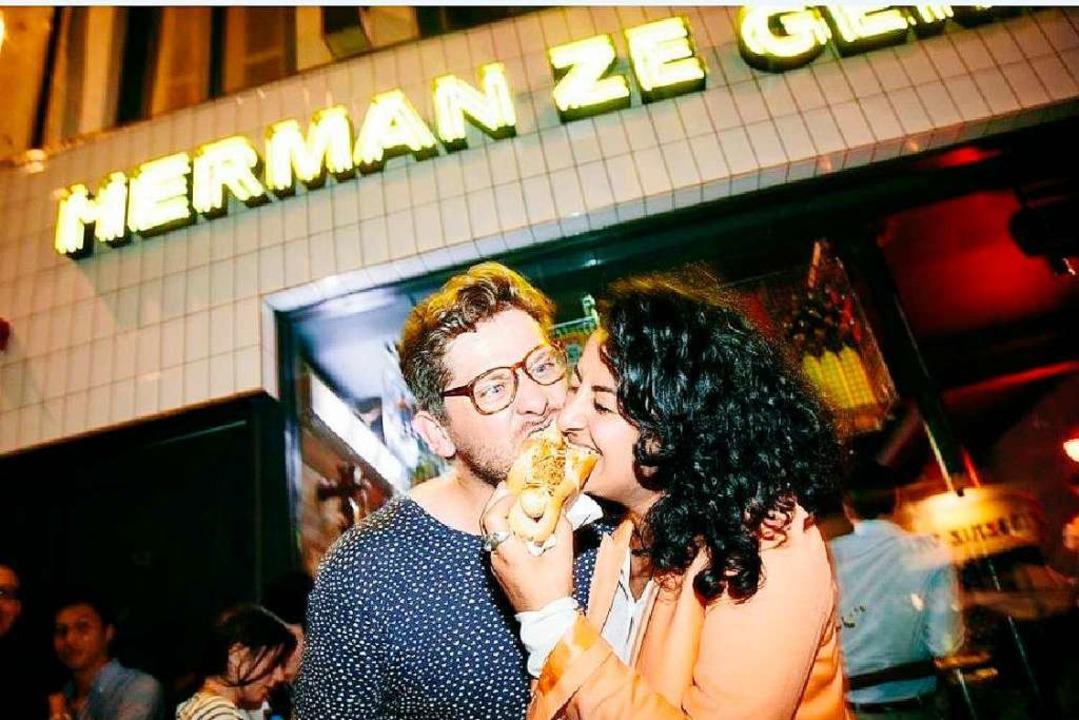 Florian Frey und seine Lebensgefährtin...#8211; plus den Food-Truck in Lörrach.  | Foto: Privat