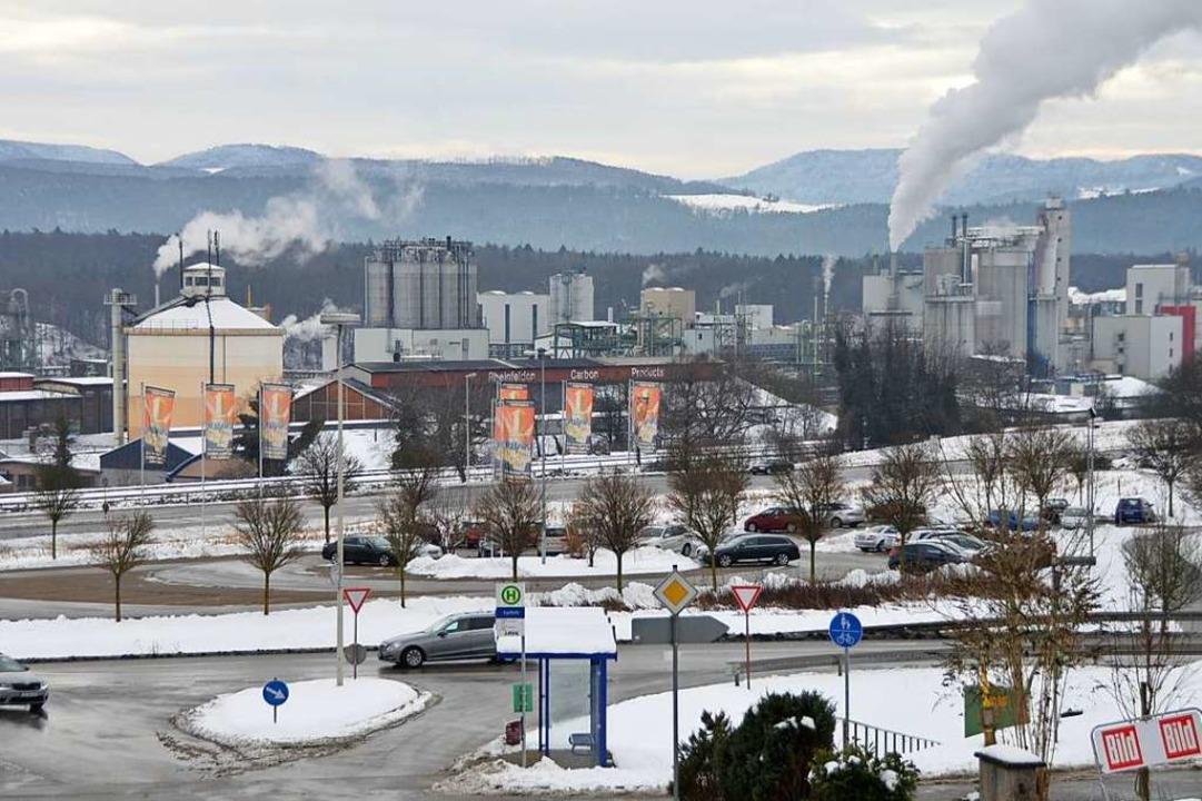 Ein Blick auf die Industrieanlagen von Karsau.  | Foto: Horatio Gollin