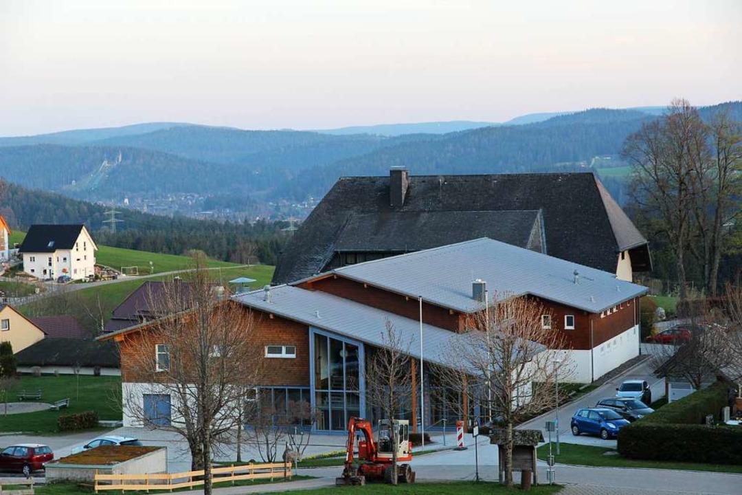 Schlimmstenfalls muss der komplette Ha...Sporthalle in Breitnau erneuert werden    Foto: Eva Korinth