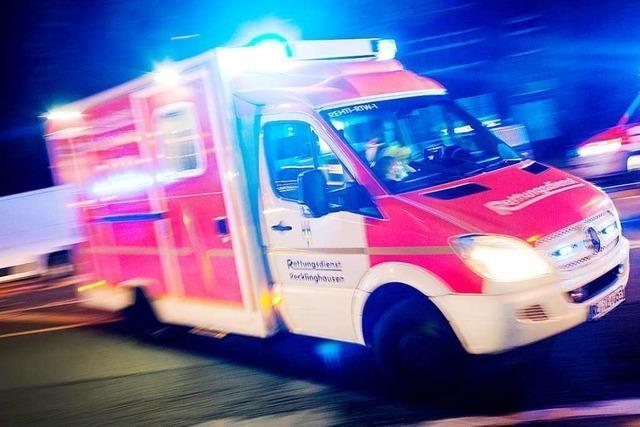 Rettungswagen behindert: Polizei ermittelt Halter des Fahrzeugs