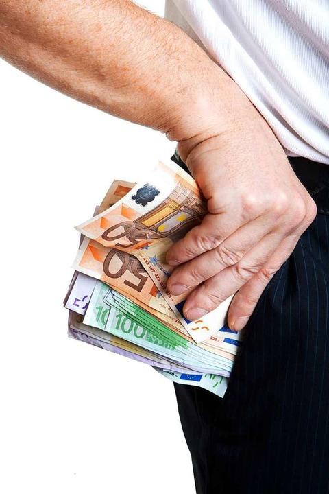 Das Geld der Kinder dürfen sich die Eltern nicht in die eigene Tasche stecken.  | Foto: Thongsee Muellek