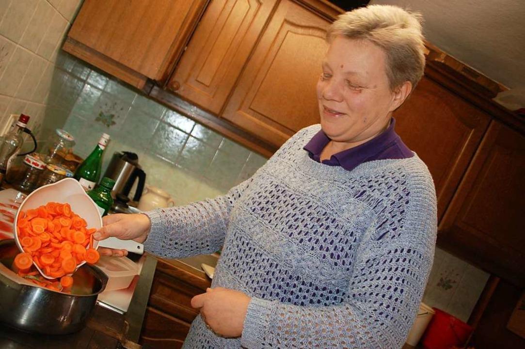 Christel Suhr kocht leidenschaftlich gerne  | Foto: Petra Wunderle