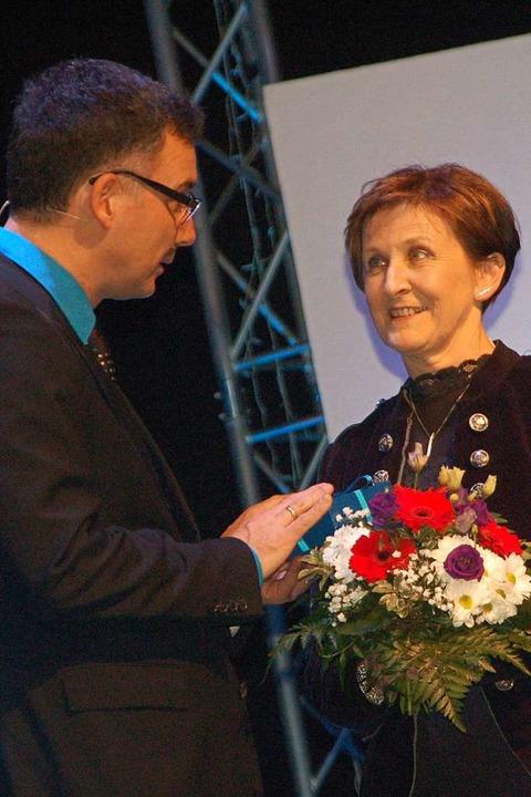 Jean-Pierre Roschman sagt Antje Müller, für die OK-Leitung Danke.  | Foto: Petra Wunderle