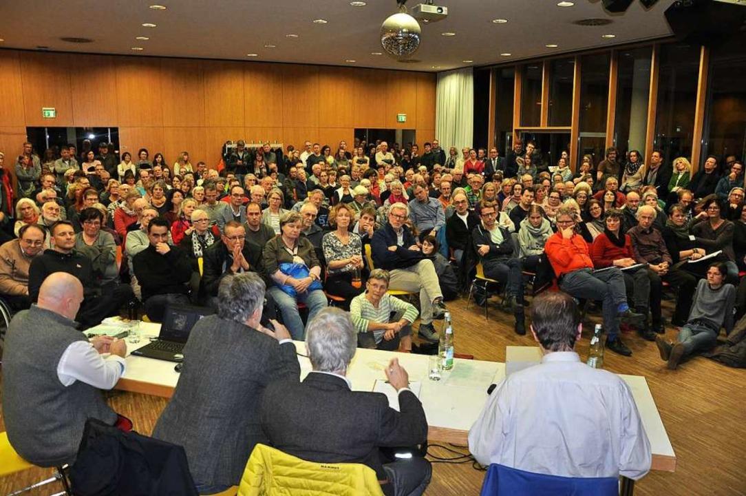 Das Interesse an der Auseinandersetzun...8211; wie am Donnerstag im Rieselfeld.  | Foto: Otto Schnekenburger