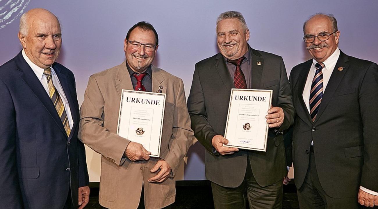 Thomas Grässlin (Zweiter von links) vo... und Clemens Bieniger (rechts) geehrt.  | Foto: Kai-Uwe Wudtke