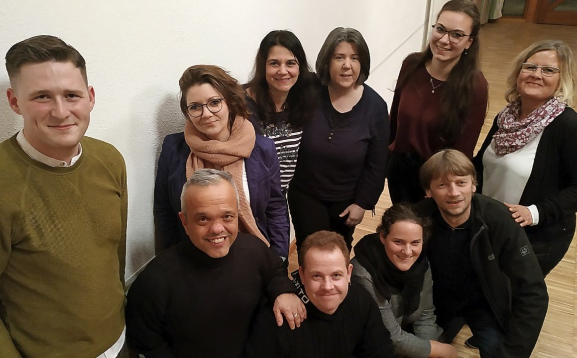 Das Foto zeigt zehn der Geehrten  (von...(20 Jahre) und Ute Habakuk (30 Jahre).    Foto: privat